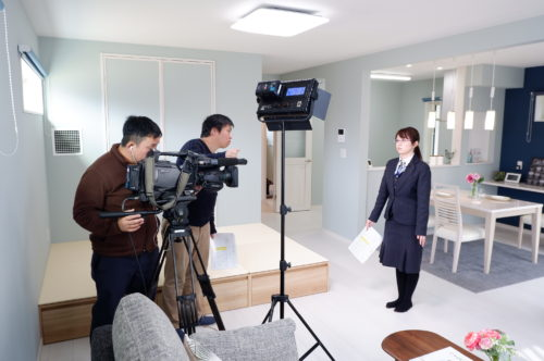 """またまた材木町にある「""""常春""""モデルハウス」でテレビの撮影が行われました"""