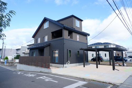 会津若松市 3階建て黒のモダンスタイルのお家